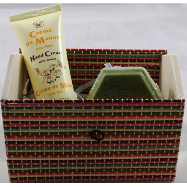 Caixa Bambu Casinha com Creme de Mãos e Sabonete