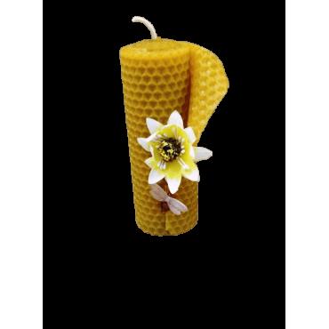 Vela de Cera Moldada de Abelha com Flor